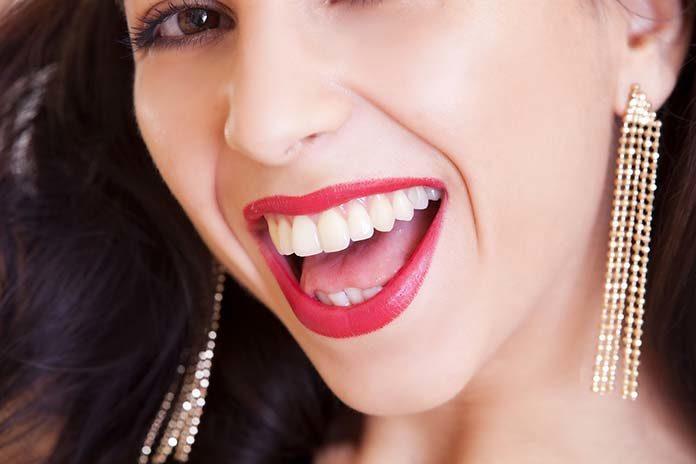 Nieinwazyjne sposoby na piękną biel zębów - nasze propozycje