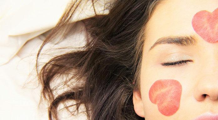 7 uniwersalnych kosmetyków do twarzy i ciała, które musisz mieć